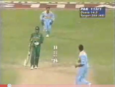 Venkatesh Prasad Bowls Aamir Sohail in World Cup 1996