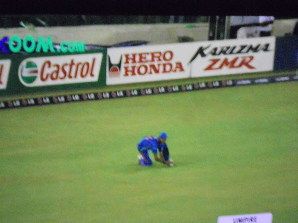 Ashish Nehra Attempts a Tough Catch Against Afridi in the Semi Final in Mohali