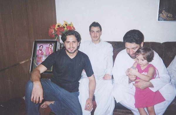 Images of Mohammad Shahid Khan Afridi and his Family ...
