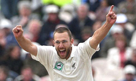 DL Vettori is the eighth player in Test history to take 300 wickets