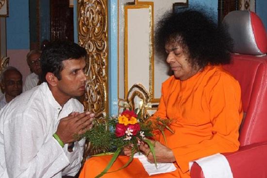 Rahul Dravid meet Sri Sathya Sai baba – crickethighlights com