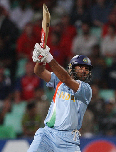Yuvi whacked the ball over extra cover boundary for his 3rd SIX