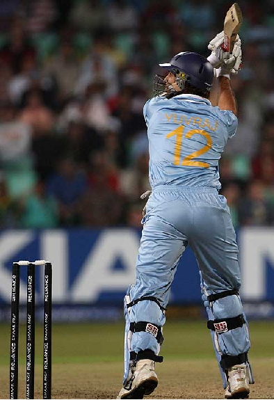 Yuvraj Singh slammed a full toss ball over backward point boundary for his 4th SIX