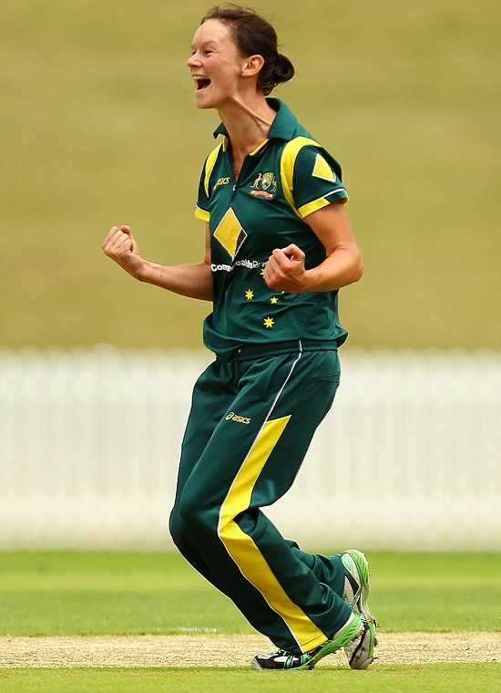 Julie Hunter Took 3 Wicket And Declared Player Of The