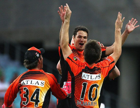 Nathan Coulter-Nile took three wickets - crickethighlights.com