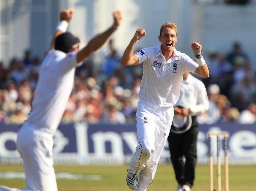 Stuart Broad celebrates Shivnarine Chanderpaul wicket